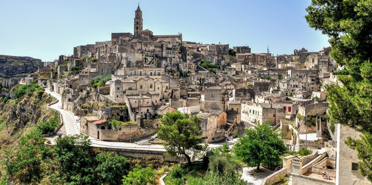 - MATERA e la Basilicata di Federico II